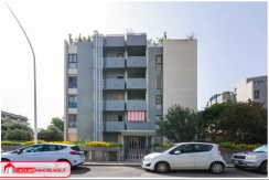 Quadrivano zona residenziale con posto auto