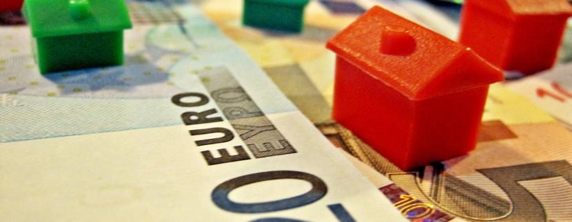 Mercato immobiliare: prezzi delle abitazioni giù, compravendite su
