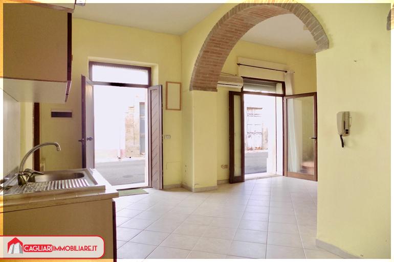 Locale commerciale potenziale bivano cagliari immobiliarecagliari immobiliare - Serranda porta finestra ...