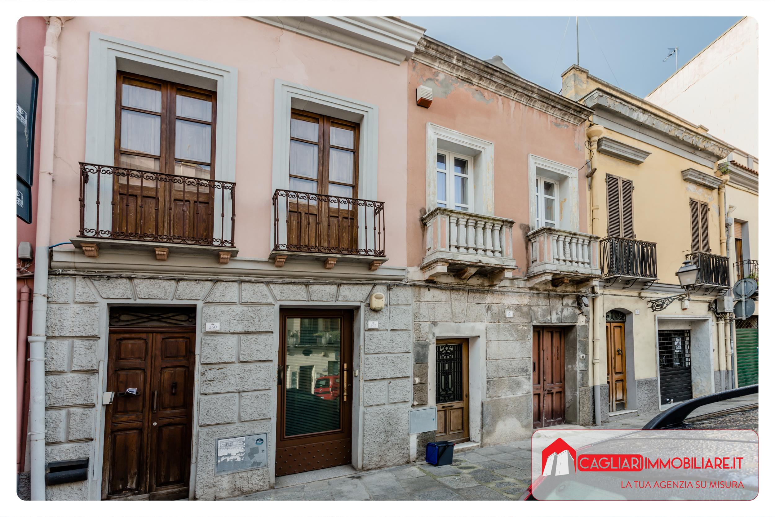 Locale commerciale con cortile Corso Vittorio Emanuele II